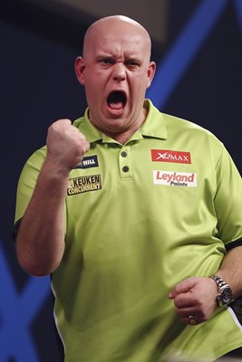 Michael van Gerwen beats Raymond van Barneveld World Darts 2017