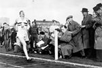 Roger Bannister breaks 4 minute mile barrier 1954 Prints