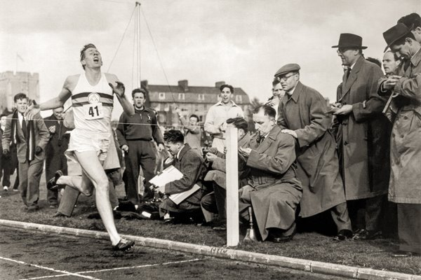 Roger Bannister breaks 4 minute mile barrier 1954