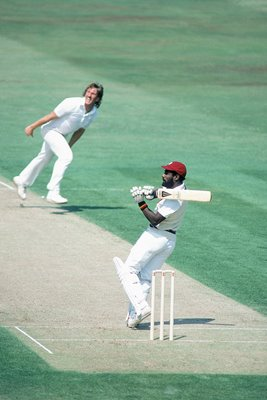 Viv Richards hooks Ian Botham Oval 1984