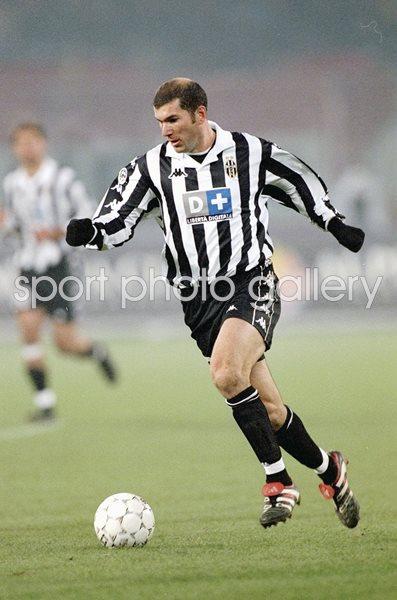best authentic d7656 c8cef Zinedine Zidane Juventus v AC Milan Turin 1999 Images ...