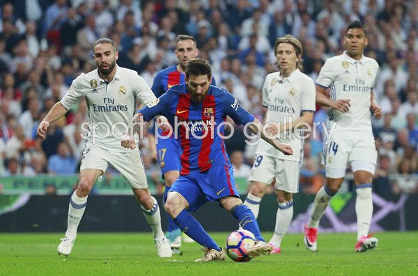 Lionel Messi Barcelona scores v Real Madrid La Liga 2017
