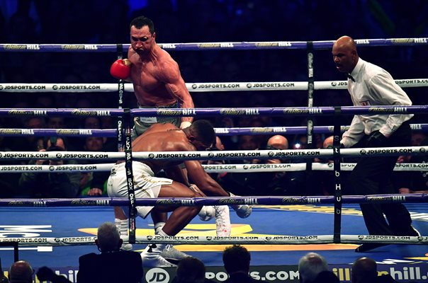 Wladimir Klitxchko knocks down Anthony Joshua Wembley 2017