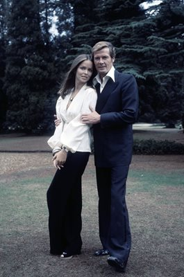 Roger Moore & Barbara Bach James Bond The Spy Who Loved Me 1977