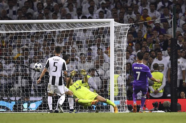 Cristiano Ronaldo Real Madrid scores Champions League Final 2017