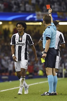 Juan Cuadrado Juventus Red Card Champions League Final 2017