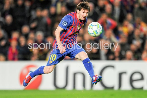 Lionel Messi scores for Barca