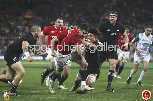 New Zealand 39 S Tj Perenara Runs On His Way To Scoring A Try