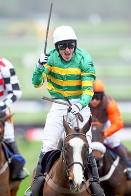 Tony McCoy wins 2012 Gold Cup on Synchronised