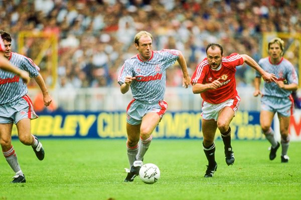Steve McMahon Liverpool v Michael Phelan Manchester United Wembley 1990