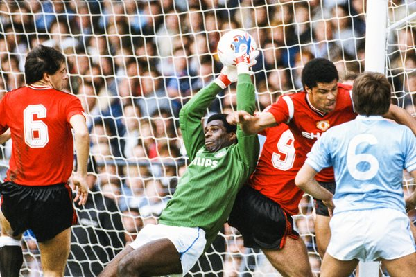 Alex Williams Manchester City v Paul McGrath Manchester United 1989