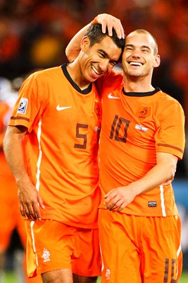 Van Bronckhorst and Sneijder celebrate victory