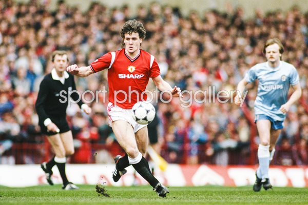 Mark Hughes Manchester United v Manchester City Division One 1986