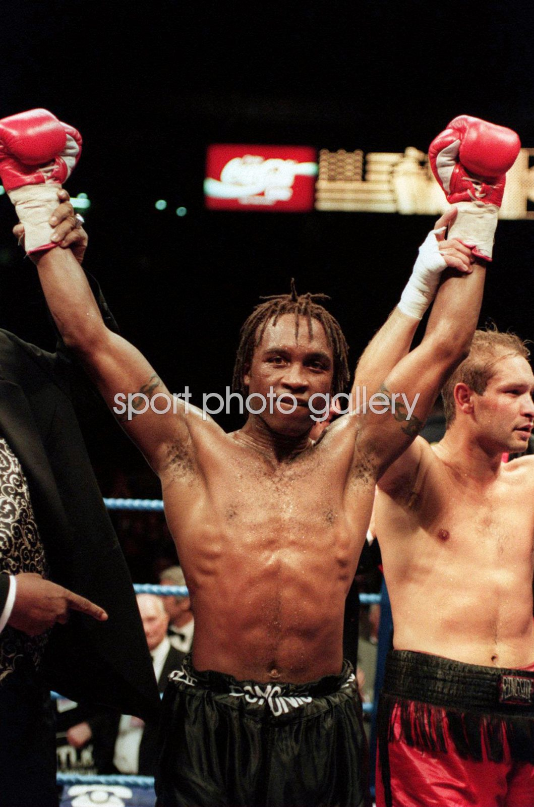 Nigel Benn beats Danny Ray Perez Wembley 995