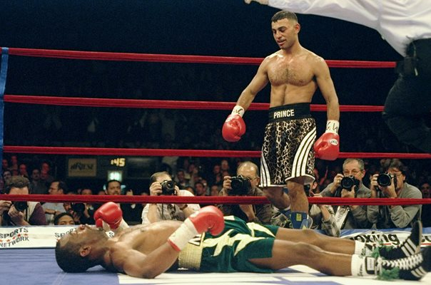 Prince Naseem Hamed knocks out Kevin Kelley New York 1997