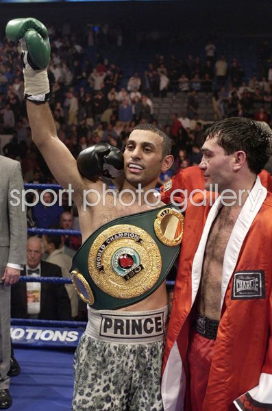 Naseem Hamed celebrates v Manuel Calvo London 2002