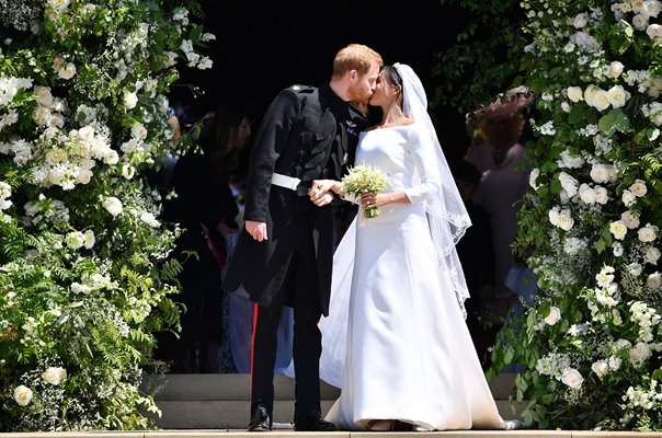 Prince Harry kisses new wife Meghan Markle Windsor 2018