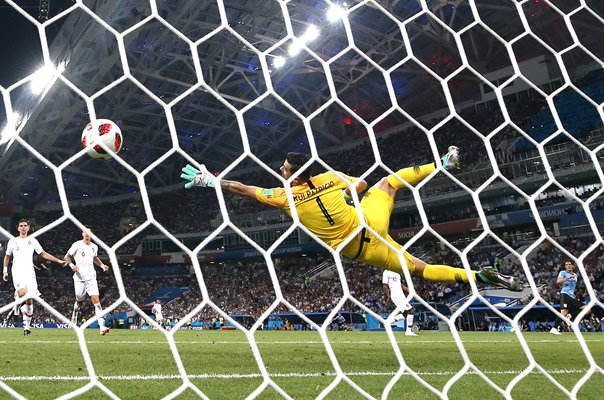 Edinson Cavani Uruguay scores past Rui Patricio Portugal World Cup 2018