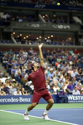 Roger Federer serves US Open New York 2018