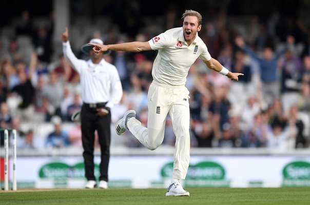 Stuart Broad England dismisses Virat Kohli Golden Duck Oval 2018