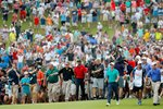 Crowds follow Tiger Woods Final Hole Tour Championship 2018 Frames