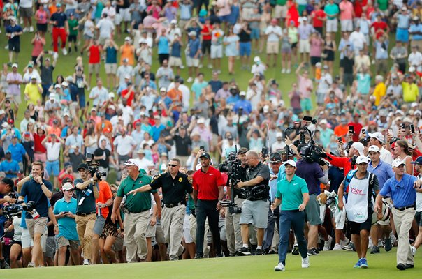 Crowds follow Tiger Woods Final Hole Tour Championship 2018