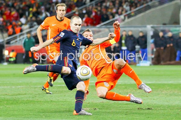 2010 World Cup Final - Iniesta scores for Spain