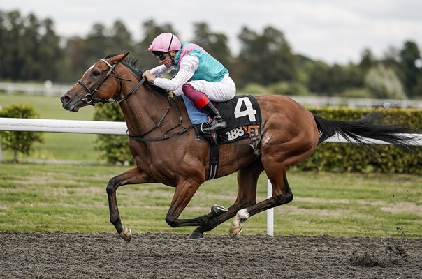 Jockey Frankie Dettori riding Enable Kempton Races 2018