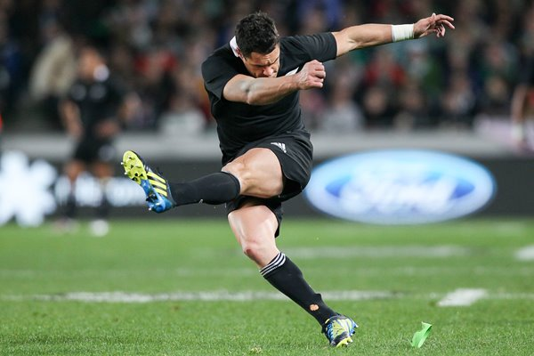 Dan Carter kicks New Zealand v Ireland 2012