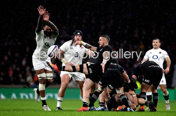 Courtney Lawes England v TJ Perenara New Zealand Twickenham 2018