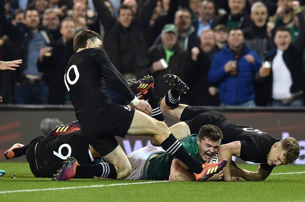 Jacob Stockdale Ireland scores try v New Zealand Dublin 2018