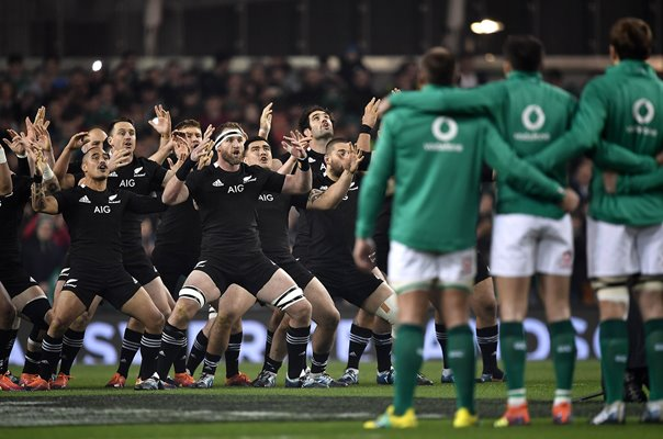 Ireland face up to New Zealand Haka Dublin 2018