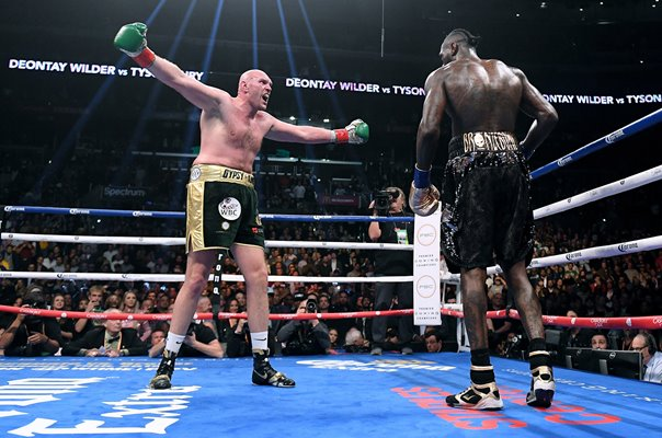 Tyson Fury taunt v Deontay Wilder Los Angeles 2018