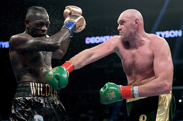 Tyson Fury punch v Deontay Wilder Los Angeles California 2018