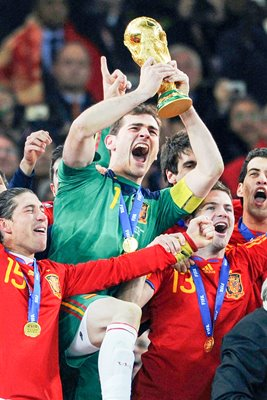 2010 World Cup - Casillas lifts the trophy