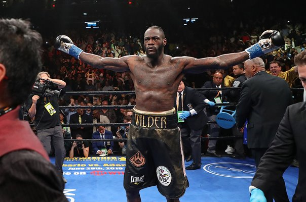 Deontay Wilder beats Dominic Breazeale World Heavyweight Boxing 2019