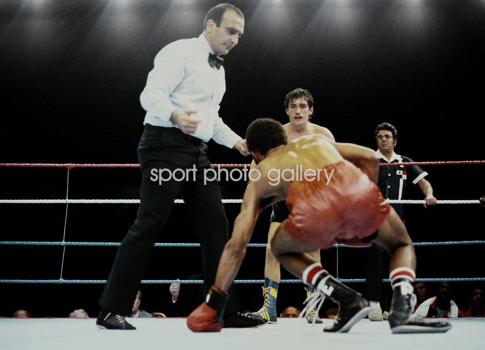 Barry McGuigan Northern Ireland knocks down Eusebio Pedroza London 1985