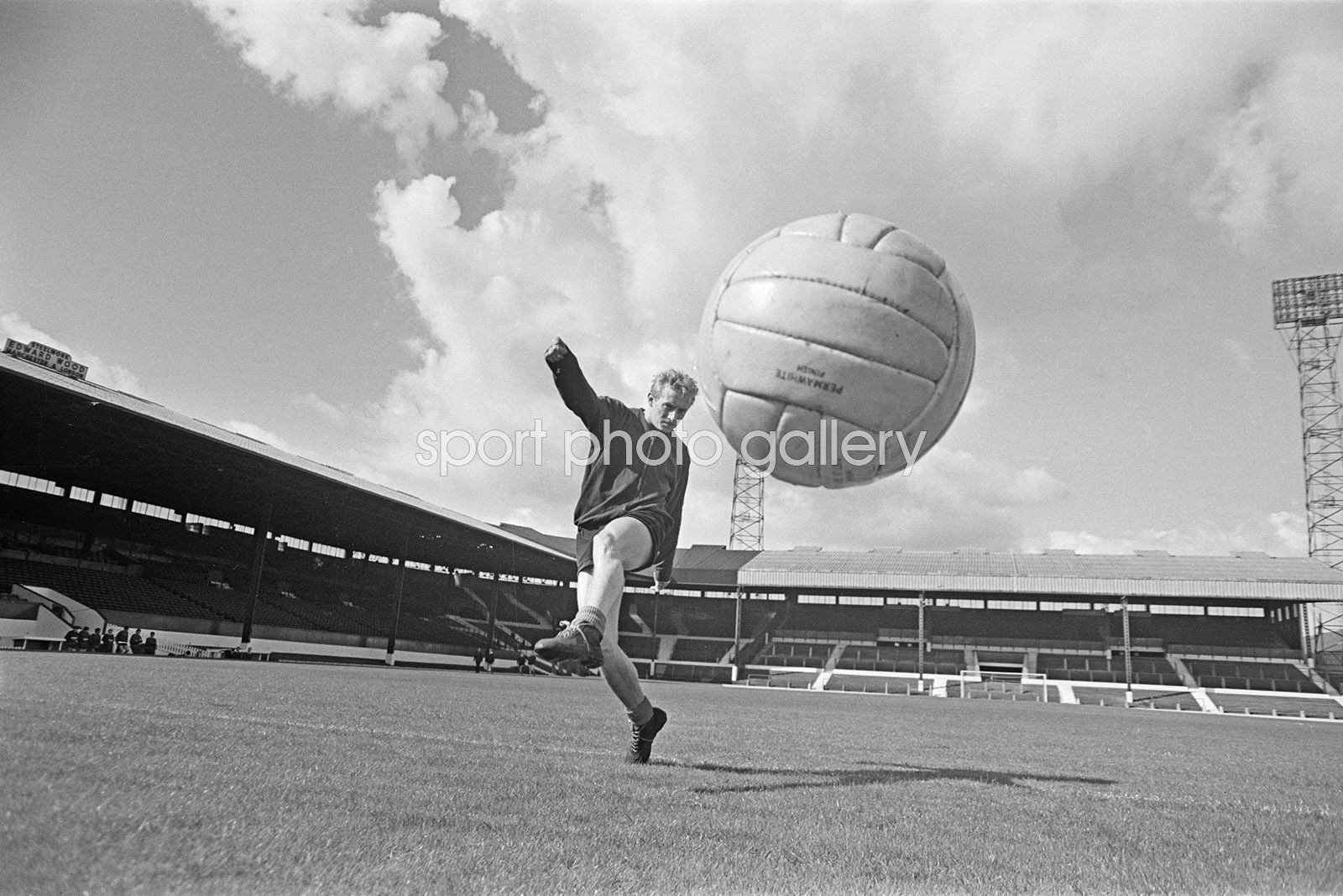 Denis Law Manchester United Old Trafford 1963