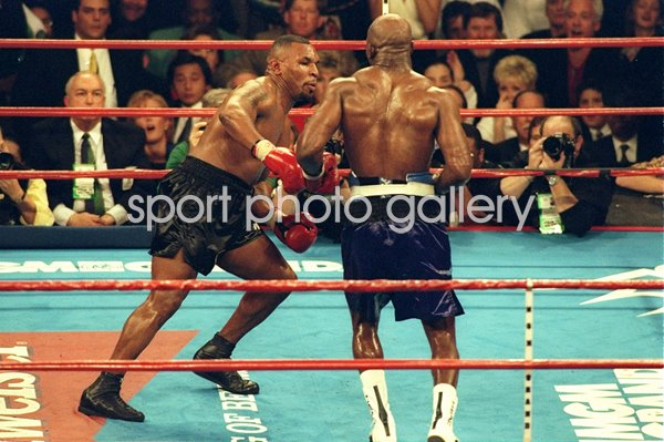 Evander Holyfield beats Mike Tyson Heavyweight Fight Las Vegas 1996