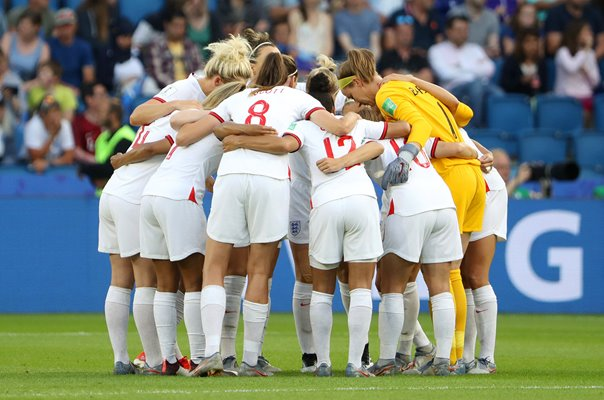 England Huddle v Norway Le Havre World Cup 2019