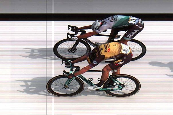 Mike Teunissen beats Peter Sagan Stage 1 Tour de France 2019 - FREEZE FRAME IMAGE SO LOWER IMAGE QUALITY