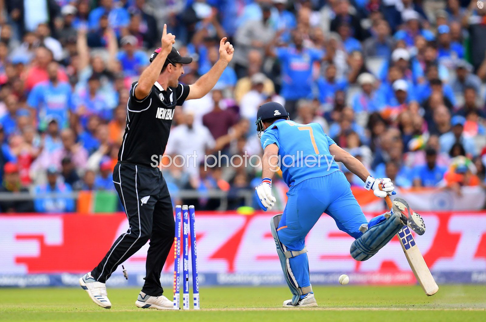 MS Dhoni India run out by Martin Guptill New Zealand World Cup 2019