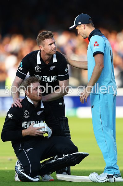Chris Woakes England consoles Martin Gupthill New Zealand Lord's 2019