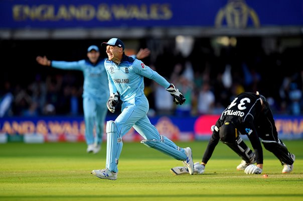 Jos Buttler runs out Martin Guptill to win World Cup Final 2019