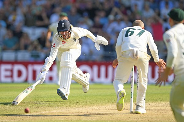 Jack Leach near miss England v Australia Headingley Ashes 2019