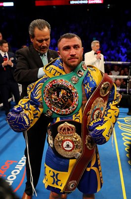 Vasiliy Lomachenko beats Luke Campbell Lightweight World Title Fight 2019