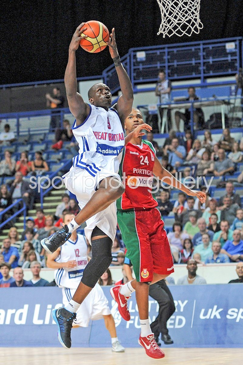 Luol Deng in action with Fabio Lima 2012
