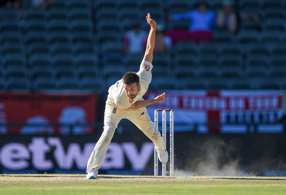 Mark Wood England bowls v South Africa Wanderers Test 2020