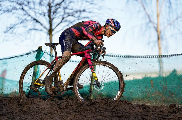 Tom Pidcock wins 2020 UK National Cyclo-Cross Championships