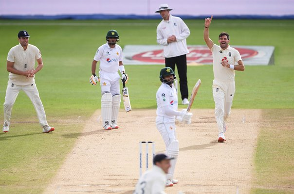 James Anderson removes Azhar Ali Pakistan for 600th Test Wicket